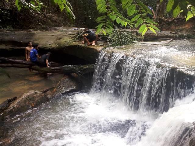 Batu Posok di Sanggau salah satu destinasi wisata alam