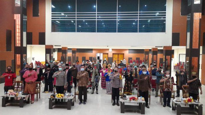 Elemen masyarakat dan lintas etnis di Kubu Raya mendeklarasikan cinta damai dalam rangka menciptakan kamtibmas yang kondusif.