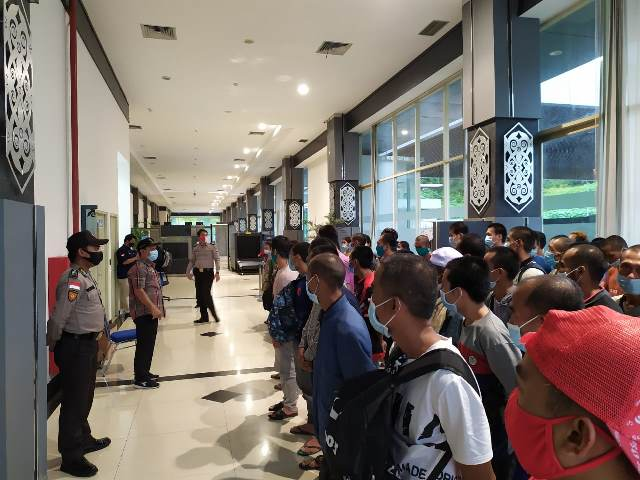 PMI Bermasalah tiba di PLBN Terpadu Entikong, Kamis (19/11) siang.