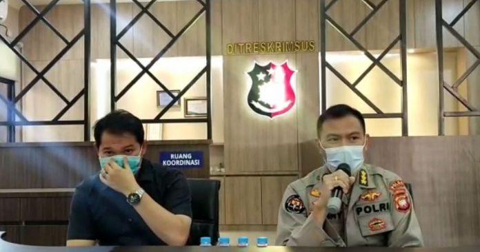 Direktur Reskrimsus dan Kabid Humas Polda Kalbar saat konfrensi pers tentang kasus korupsi
