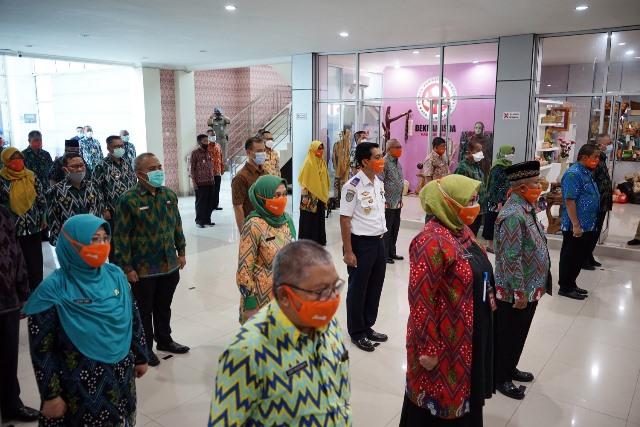 Seluruh pejabat di Kubu Raya yang notabenenya Kepala OPD dan Camat berikrar dan menanda tangani pencanangan pembangunanan zona integritas mencegah korupsi