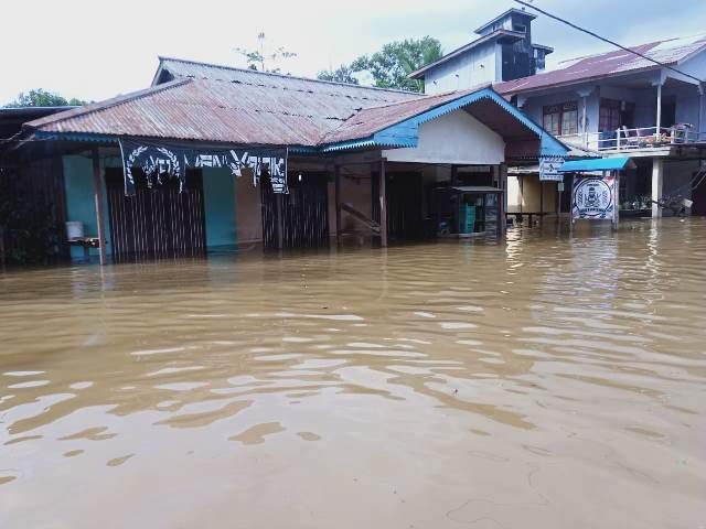 Kondisi rumah yang terendam banjir di Kecamatan Bonti sejak Jumat (15/1)