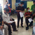Tokoh agama dan kades di Kubu Raya saat mengikuti vaksinasi. Namun bagi yang menolak divaksin tidak akan ada penerapan sanksi. Foto: Robby