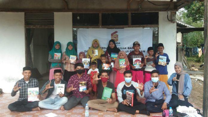 Gerakan Pemuda Desa (Garuda) Kubu Raya menggelar gerakan satu desa satu rumah baca di Dusun Siak Desa Durian Kecamatan Sui Ambawang.