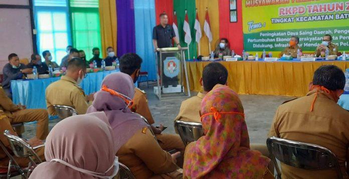Ketua DPRD Kubu Raya Agus Sudarmansyah saat menghadiri Musrenbang RKPD Kecamatan Batu Ampar Tahun 2022.