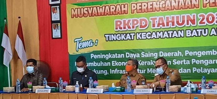 Bupati, Wakil Bupati, Ketua DPRD dan Wakil Ketua DPRD saat Musrenbang RKPD Tahun 2022 Kecamatan Batu Ampar