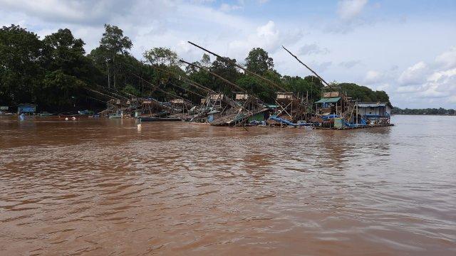 Aktifitas PETI di Dusun Tanjung Priok yang dikeluhkan warga sebagai pemicu penyakit gatal - gatal.