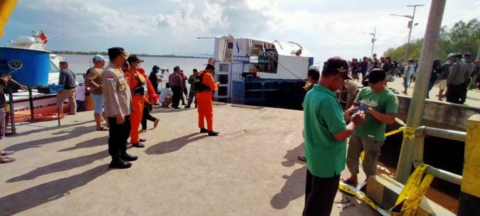 Tim SAR Gabungan telah berdatangan untuk melakukan evakuasi terhadap KMP Billi di Dermaga Penyeberangan Perigi Piai Kecamatan Tebas di Kabupaten Sambas