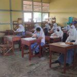 Suasana PTM di SMA Negeri 03 Sanggau di tengah pandemi Covid-19, Selasa (23/2)