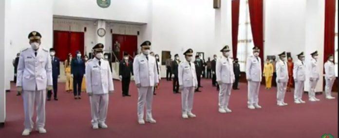 Lima bupati dan wakil bupati resmi dilantik oleh Gubernur Kalbar pada Jumat (26/2) di Balai Petitih Kantor Gubernur Kalbar