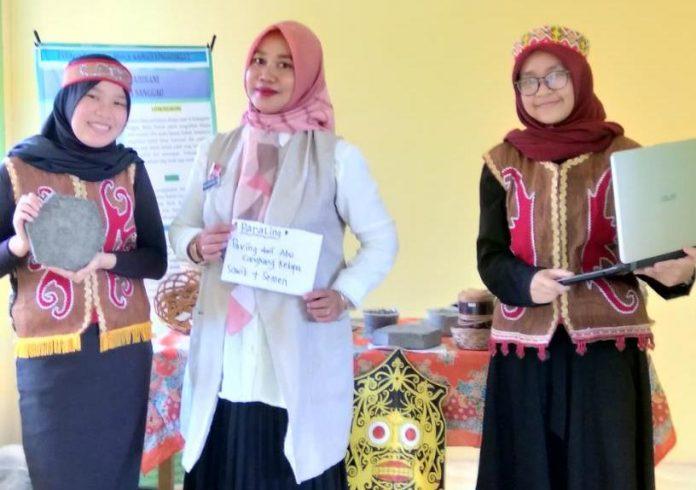 siswa SMP Negeri 1 Sanggau yakni Nabilah Ishmah Febriantari (Kelas 8A) dan Dian Isma Khairani (Kelas 7A) masuk dalam nominasi final di tingkat nasional dalam ajang Pekan Ilmiah dan Kewirausahaan Karangturi (PIKK)