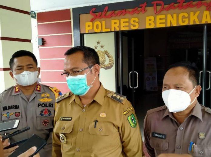 Kapolres, Bupati dan Ketua DPRD Bengkayang usai rakor penanganan PETI di Kecamatan Lembang Bawang