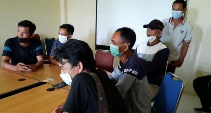 Kerabat korban saat laor ke Dinas Pemberdayaan Perempuan, Perlindungan Anak, Pengendalian Penduduk dan KB (DP3AKB) Kubu Raya