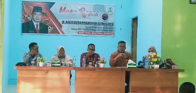 Ketua DPRD Kubu Raya Agus Sudarmansyah melakukan reses atau menyerap aspirasi terhadap warga di Desa Sumber Agung Kecamatan Batu Ampar.