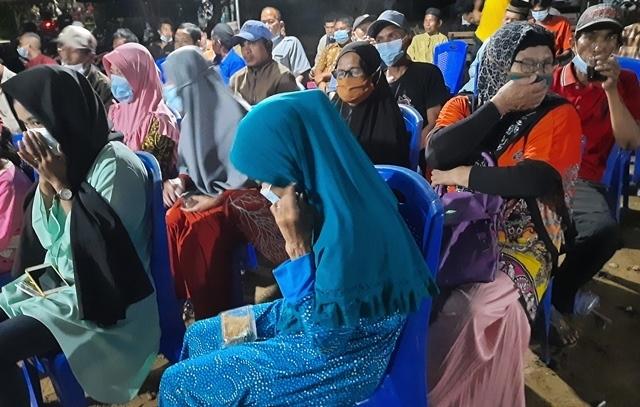 Warga di salah satu RT di Kabupaten Kubu Raya yang melaksanakan kegiatan dengan tetap menerapkan protokol kesehatan.
