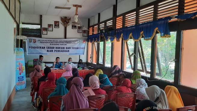 Pendidikan sadar hukum dan sosialisasi alur pengaduan dan penanganan kasus kekerasan terhadap perempuan dan anak di Desa Semuntai.