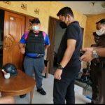 Tim Tabur Kejari Sanggau diback up Tim Tabur Kejaagung RI dan Tim Tabur Kejari Cibinong menangkap Victor Simanjuntak di rumahnya di Cibinong.