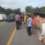 Kecelakaan lalu lintas tak terhindarkan kembali terjadi di Jalan Raya Batang Tarang, Desa Senyabang, Kecamatan Batang Tarang,
