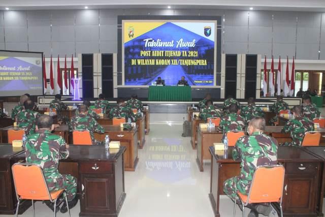 Tim Post Audit Itjenad saat bertemu dengan Pangdam dan para pejabat Kodam XII/ Tpr.