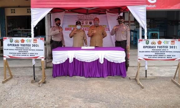 Pos Penyekatan yang didirikan di pintu masuk Kabupaten Sanggau untuk mencegah arus mudik dari luar kabupaten.