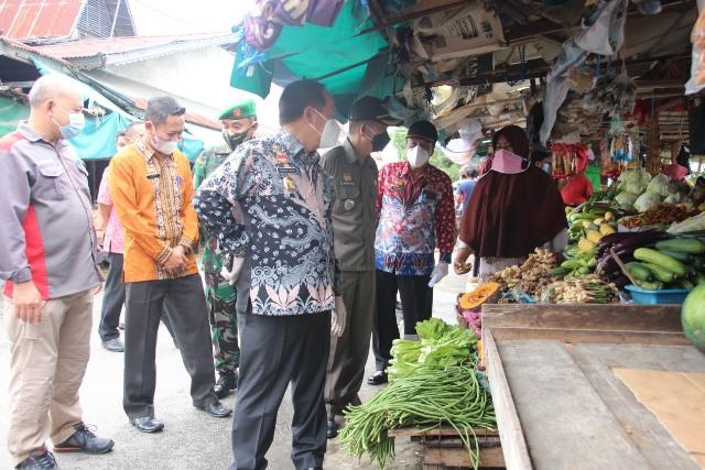 Wakil Bupati Sanggau memantau sejumlah harga kebutuhan pokok saat sidak