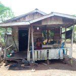 Penerima bantuan bedah rumah program Bantuan Stimulan Perumahan Swadaya (BSPS) di Desa Mekar Sari Kabupaten Kubu Raya kecewa lantaran namanya tiba-tiba hilang dari daftar.