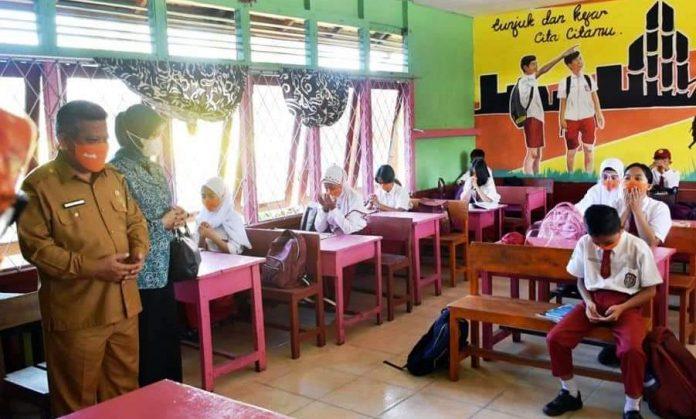 Dinas PendiBelum seluruh sekolah Kabupaten Kubu Raya melaksanakan PTM hari ini. dikan dan Kebudayaan Kubu Raya mengingatkan kepada seluruh sekolah untuk transparan dan terencana dalam membuka PPDB.