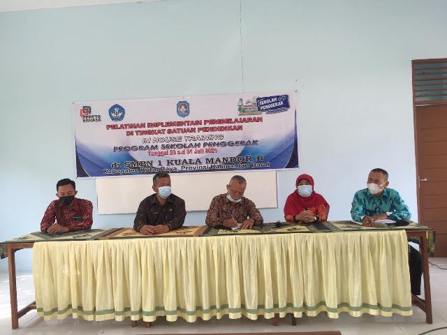 In House Training (IHT) Program Sekolah Penggerak yang diikuti 11 sekolah di Kubu Raya.