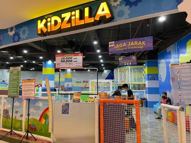 Kidzilla berlokasi di Lantai 2 Gaia Bumi Raya City menawarkan wahana bermain anak yang tak biasa, dengan tempat yang seru dan menyenangkan bagi anak-anak