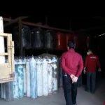 Polisi menggrebek lokasi penimbunan oksigen di Parindu, Selasa (20/7) yang menemukan ratusan tabung oksigen.