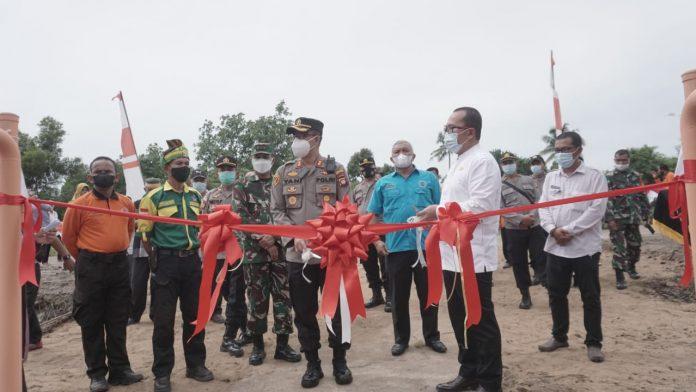 Wakil Bupati, Kapolres didampingi Kades resmikan Desa Rasau Jaya Umum Kampung Tangguh Anti Narkoba