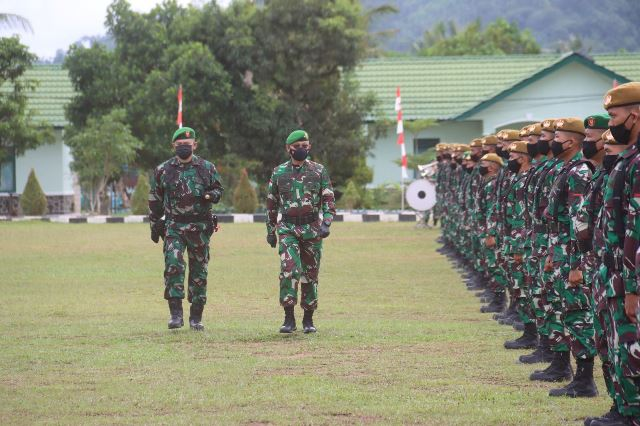 Kepala Staf Kodam XII/Tanjungpura, Brigjen TNI Djauhari resmi menutup Latihan Dasar Militer (Latsarmil) Komponen Cadangan Kodam XII/Tpr di Lapangan Sapta Marga Rindam XII/Tpr.
