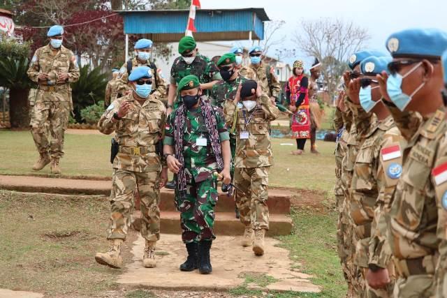 Pangdam XII/Tanjungpura dan Asops Kasad mendampingi Koorsahli Kasad mengunjungi Satgas Garuda Batalyon Gerak Cepat (BGC) XXXIX-C/MONUSCO di Republik Demokratik Kongo.