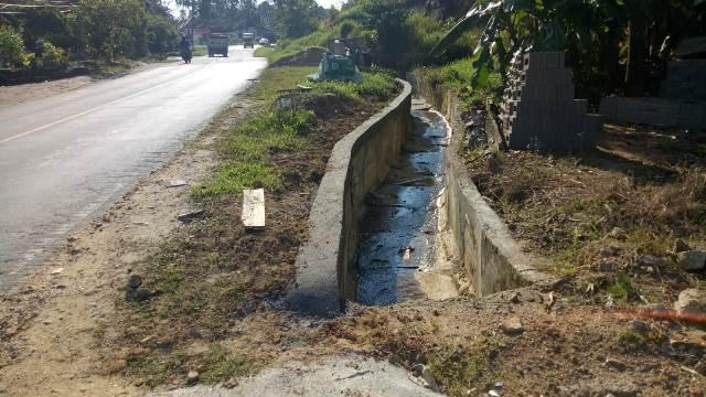Inilah penampakan Drainase yang dikerjakan di tanjakan Semoboja.