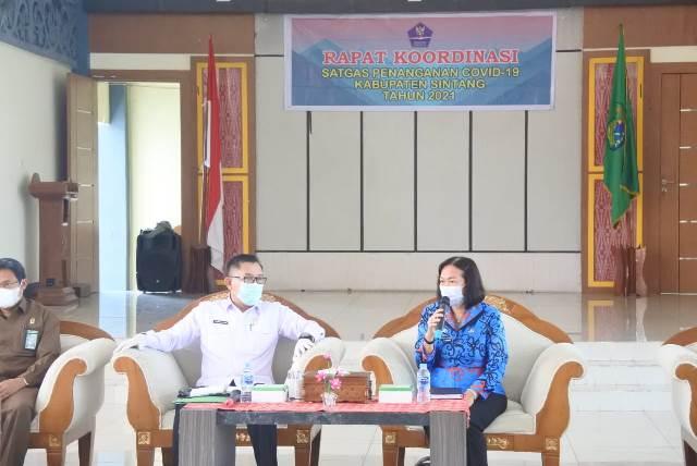 Tim Koordinasi Percepatan Vaksinasi Covid-19 untuk Kabupaten Sintang saat berkoordinasi dengan Plh Bupati Sintang terkait vaksinasi.