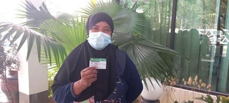 Kusprihandayani (44) warga Kota Singkawang yang merasa lega mengikuti Program JKN KIS dikarenakan dapat membantu biaya pengobatannya