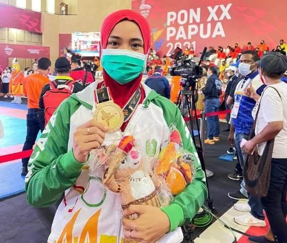 Novianyanti, atlet tarung derajat putri Kalbar, berhasil meraih medali emas, setelah di final kelas 50,1 kg mengalahkan atlet Jawa Barat
