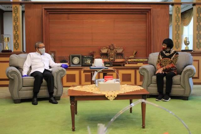 Gubernur Kalbar saat bertemu Kak Seto yang atensi penanganan kasus prostitusi anak di Kalbar