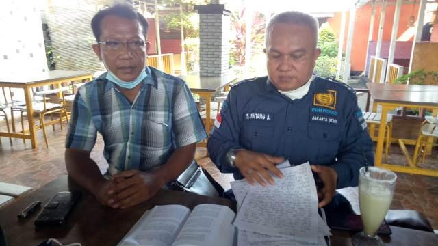 Pengacara Jan Purdy Rajagukguk, Sinar Bintang Aritonang didampingi kliennya saat konfrensi pers.