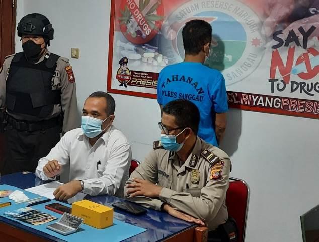Satres Narkoba Polres Sanggau kembali mengaman Mn alias N (62), di kediamannya jalan RE Martadinata